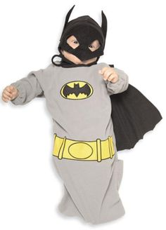 Batman Bunting / Baby Bruce Costume - These infant costumes come with a cape and headpiece to disguise a newborn superhero. Funny Baby Costumes, Infant Costumes, Dark Knight Costume, Clever Halloween Costumes, Cheap Halloween, Baby First Halloween, Baby Bunting, Super Hero Costumes, Funny Babies