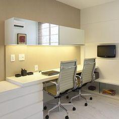 Home Office Mesa Branca com Armário Espelhado