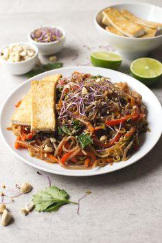 Easy Pad Thai recipe | simpleveganblog.com #vegan #glutenfree #healthy