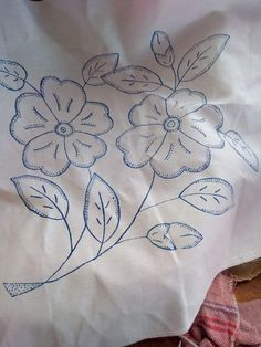Hand Embroidery Flowers, Bead Embroidery Patterns, Tambour Embroidery, Embroidery On Clothes, Hand Embroidery Designs, Lace Patterns, Embroidery Applique, Bordados Tambour, Hawaiian Quilt Patterns