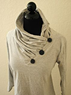 another diy cowl collar.Trash To Couture: V-neck into Gathered Cowl Collar Trash To Couture, Diy Clothing, Sewing Clothes, Women's Clothes, Designer Clothing, Diy Fashion, Ideias Fashion, Fashion Shirts, Work Fashion