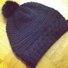 The flamboyant hat Bonnet Crochet, Crochet Wool, Knitting Wool, Knitting Socks, Free Knitting, Wool Socks, Crochet Christmas Stocking Pattern, Crochet Christmas Hats, Wooly Hats