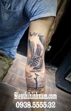 Best father tattoos designs and ideas for men and women who are willing to have some heart touching tattoos to dedicate to your father. Here we have some coolest father tattoos designs and ideas. Baby Hand Tattoo, Baby Tattoo For Dads, Tattoos For Baby Boy, Daddy Tattoos, Baby Name Tattoos, Father Tattoos, Tattoo For Son, Dope Tattoos, Forearm Tattoos