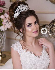 Simple Wedding Hairstyles, Bride Hairstyles, Bridal Updo, Headpiece Wedding, Wedding Hair And Makeup, Bridal Makeup, Glam Makeup, Hair Makeup, Mehndi Makeup