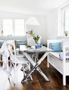 scandinavian interior design melbripley: via Bolig Beach Cottage Style, Coastal Style, Coastal Living, Scandinavian Cottage, Scandinavian Interior Design, Gravity Home, Small Sheds, Office Desk, House Styles