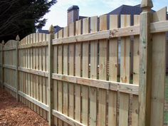 Scallop cut wood picket fence | Mossy Oak Fence Company, Orlando & Melbourne, FL