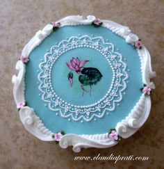royal icing plaque. cocoa butter painting, piping, scrolls, overpiping. Royal Icing Cakes, Cake Piping, Blue Cakes, Cake Tutorial, Cocoa Butter, Pie Dish, Cookie Decorating, Decorative Plates, Fancy