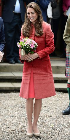 Kate Middleton Gives Us Serious Coat Envy In Jonathan Saunders. Love you Kate. Princesa Real, Prince William And Catherine, William Kate, Looks Kate Middleton, Duchesse Kate, Princesse Kate Middleton, Pantyhosed Legs, Jonathan Saunders, Royal Fashion