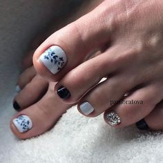In order to pamper yourself with beautiful nails decorated with a stylish design, it is important to pay special attention not only to the hands, but also to the legs on which to perform the most fashionable pedicure of the season. Pretty Toe Nails, Cute Toe Nails, Gorgeous Nails, Love Nails, My Nails, Pedicure Designs, Pedicure Nail Art, Toe Nail Designs, Black Pedicure