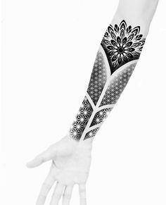 Ganesha Tattoo Mandala, Tattoos Mandalas, Geometric Mandala Tattoo, Mandala Tattoo Design, Brush Tattoo, Band Tattoo, Japanese Sleeve Tattoos, Sleeve Tattoos For Women, Body Art Tattoos