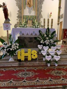 Church Flower Arrangements, Altar Decorations, First Holy Communion, Corpus Christi, Holi, Flowers, Home Decor, Eucharist, Floral Motif