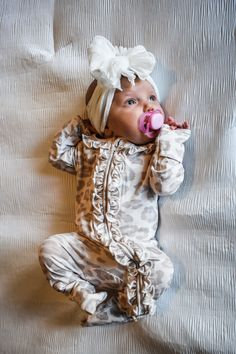 Newborn Girl Outfits, Baby Girl Newborn, Baby Outfits, Little Babies, Cute Babies, Baby Bug, Take Home Outfit, Cute Baby Pictures, Baby Warmer