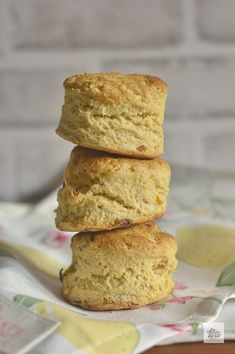 Scones de Orejones y Albahaca Scones, Food Photography, Muffin, Bread, Breakfast, Recipes, Gastronomia, Wafer Cookies, Crack Crackers
