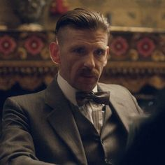 Peaky Blinders - Paul Anderson as Arthur Shelby 💙 Undercut Hairstyles, Boy Hairstyles, Vintage Hairstyles, Peaky Blinders, Peaky Blinder Haircut, Steven Knight, Wedding Men, Wedding Suits, Hair And Beard Styles