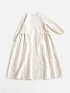 ée リ linen dress white robe kleid weiß robe blanche allure style look Mein Style, Inspiration Mode, Kids Fashion, Womens Fashion, Linen Dresses, Trendy Dresses, Dressmaking, Frocks, Dress Up
