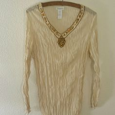 CLEARANCE!!! Beautiful Cream Tunic Top Beautiful  cream tunic top. In good condition. No damages. Tops Tunics
