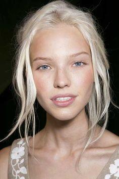 Lange blonde Frisuren-17