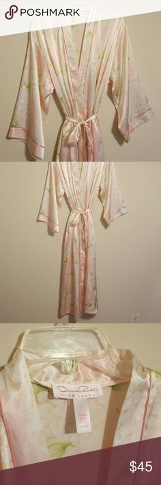 Pink Oscar de la rent a pink label Satan robe Pink Oscar de la rent a pink label Satan robe. New without tags. Absolutely beautiful, Even prettier in person than the pictures show. This a L/XL Oscar de la Renta Intimates & Sleepwear Robes
