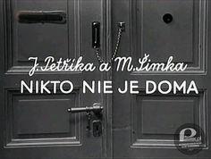 """Serial """"Nikogo nie ma w domu"""" – To był swego czasu bardzo popularny czechosłowacki serial. Z pewnością można by go określić modnym i nadużywanym dziś mianem """"kultowy"""". Podobnie zresztą jak niezapomniana """"Arabela"""". """"Nikto ne je doma"""" opowiadał o perypetiach dzieciaka, który zostawał sam w domu, kiedy jego mama szła do pracy. Jak można się łatwo domyślić, chłopiec pomimo usilnych starań """"bycia grzecznym"""" zawsze w końcu ładował się w mniej lub bardziej poważne tarapaty. Good Old Times, The Good Old Days, Grandmothers, Do You Remember, Childhood Memories, Poland, Retro, My Love, Tin Cans"""
