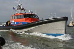 Nieuwe reddingboot Nh1816 arriveert in IJmuiden