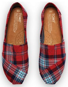 Plaid TOMS!!  Oh I need these!  Take 25% off with code:  GIFTS with purchase over $100 http://rstyle.me/n/uuibznyg6