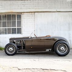 Very nice flathead powered roadster with less than typical brown paint job. Great look.
