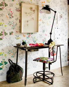 Very pretty flower wallpaper (bloemenbehang) via home deco site vtwonen would love this on a wall and my new botanical series hung ontop Home Office Inspiration, Interior Inspiration, Office Ideas, Office Designs, Creative Inspiration, Home Interior, Interior And Exterior, Interior Design, Small Home Office Desk