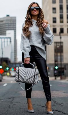 beautiful fall outfit_grey sweater bag leather pants heels womens fashion 30 Chic Outfits To Wear On Thanksgiving Day Winter Outfits Women, Casual Winter Outfits, Fall Fashion Trends, Winter Fashion Outfits, Look Fashion, Stylish Outfits, Trendy Fashion, Fall Outfits, Autumn Fashion