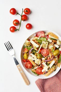 Pastasalade met kip en rode pesto Caprese Salad, Pesto, Foodies, Buffet, Lunch, Healthy Recipes, Bbq, Everything, Rice