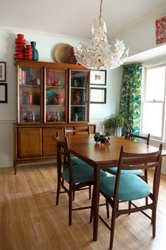 A bright and colorful home full of rental-friendly diy fixes — house call, curtain inspo Mid Century Dining, Mid Century Decor, Mid Century House, Mid Century Modern Design, Mid Century Modern Furniture, Furniture Styles, Furniture Design, Pipe Furniture, Furniture Vintage