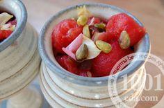 Десерт арбузный с орехами и инжиром