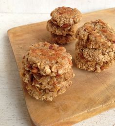 Ingredients (For about 20 cookies): - 1 cup of flaked oats - 1 grated apple - ¼ cup of stevia or swe Baby Food Recipes, Sweet Recipes, Cookie Recipes, Vegan Recipes, Healthy Desserts, Healthy Cooking, Tasty, Yummy Food, Love Food