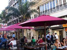 Barcitos sobre la peatonal Sarandi - Ciudad Vieja - Montevideo, Uruguay