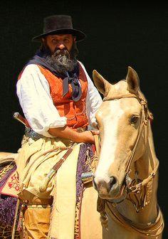 Un gaucho argentino en ropa tradicional. Este en Argentina.