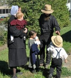"""""""Evolutionary winners are people, who have won the Natural Selection competition by extending their family lines with their kids and grand kids. People, who have chosen to follow the ChildFree, Herbivore men or MGTOW ideologies and lost the Natural Selection competition (= have not extended their family lines) are evolutionary losers."""" Amish Town, Amish Family, Way Of Life, Amish Community, Amish Culture, Amish Recipes, Amish Country, Herbivore Men, Lancaster"""