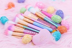 Never a dull SPARKLE!✨GLAM gifts with your purchase, FREE shipping plus 30% off everything!!✨Use coupon code EASTERSPARKLE at checkout to get your free gifts automatically added to your order!!✨Like the NEW Glam Silicon Sponge that flawlessly applies foundation, and the W07 Small Contour Brush, as seen in the Ipsy Glam Bags!Here's how the promotion works:Spend $400  Get $170 in free gifts!Spend $300  Get $100 in free gifts!Spend $200  Get $70 in free gifts!Spend $100