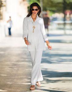 Die feminine Silhouette macht das Leinenhemd mit Biesen so charmant!