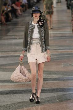 The complete Chanel Resort 2017 fashion show now on Vogue Runway. Chanel Resort, Chanel Cruise, Fashion Week, Fashion 2017, Fashion Show, Fashion Outfits, Fashion Trends, Street Fashion, Chanel Cuba