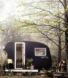 Vintage trailer camping in the woods--I love these little canned ham trailers. Glamping, Vintage Caravans, Vintage Travel Trailers, Vintage Campers, My Dream Car, Dream Cars, Kombi Trailer, Shasta Trailer, Motorhome