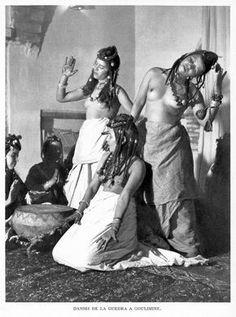 Maroc Danse Guédra à Goulimine page 202 ... politique, son rayonnement spirituel et le grand appel de ses foires se faisait entendre jusqu'au Tafilalet et à travers les terroirs de la montagn