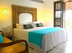 Tropical beach lodge, with an emphasis on natural elements—thatched roofs, stone walls and floors, driftwood chairs, and lots of bamboo. Tropical Bedroom Decor, Tropical Bedrooms, Tropical Decor, Hotel Decor, Hotel Spa, Old Wall, Unique Hotels, Space Place, Blue Blanket