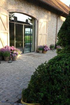 Ideas for exterior house stone brick patio Exterior House Colors, Exterior Paint, Exterior Design, Exterior Windows, Porte Cochere, Barn Renovation, Best Barns, Belgian Style, Antique Interior