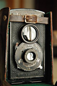 vintage camera... I used to be really into photography, and this photo makes me happy.