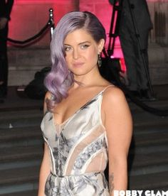 After she has been hospitalized for 5 days since last week for suffering a seizure, #KellyOsbourne is back home. After tests at the hospital, it's reported that the fashion designer is feeling good and will return to her ordinary life. Last Sunday, Kelly tweeted: