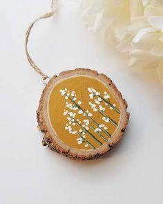 Fall Crafts, Christmas Crafts, Christmas Ornaments, Beach Christmas, Wood Slice Crafts, Circle Crafts, Painting On Wood, Wood Paintings, Stone Painting