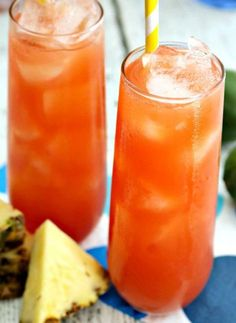Caribbean Rum Punch | Island music, the gentle breezes of Summer and this Caribbean Rum Punch cocktail make for a perfect trio for your next get together.
