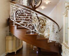 Винтовая, косоурная лестница с LED подсветкой. Балюстрада. Материал: дальневосточный дуб. Отделка: тон, лак. Художественная горячая ковка. Luxury Staircase, Wrought Iron Stair Railing, Traditional Staircase, Grades, Stair Steps, House Stairs, Diy Bedroom Decor, Home Decor, Pergola