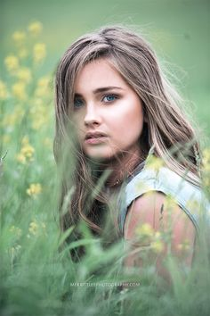 Outdoor Senior Pic Idea! Styled shoot - Senior Pictures in a Field - Dramatic…