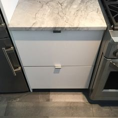 #whitekitchen#drawer#edgepull#naturalstone#ikdny#intelligentkitchen