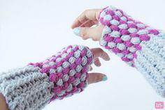 Free pattern http://www.littlethingsblogged.com/2013/08/puff-stitch-wrist-warmers.html